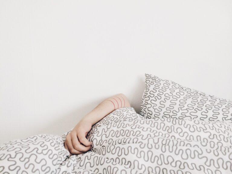 dormir pouco