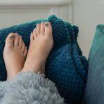 bater com o dedo do pé
